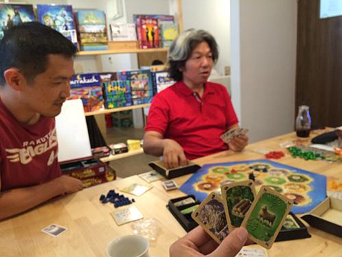 世界的に人気のゲームで、大会も頻繁に行われているそうです。