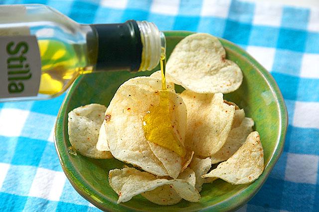 カルビーのポテトチップス、フレンチサラダ味にレモン風味オリーブオイルを。