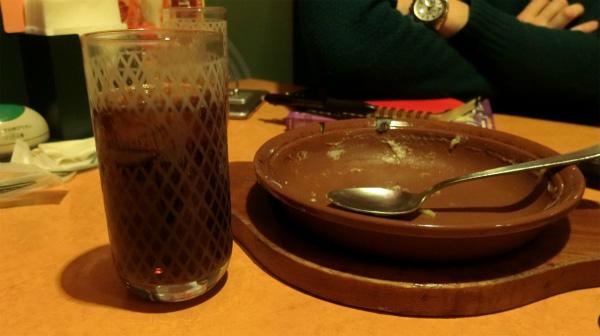 サイゼリヤでも原稿を書くことがあり、ドリンクバーとミラノ風ドリアを食べることが多いらしい。(写真は食べ終わったあとの写真。撮り忘れた。)