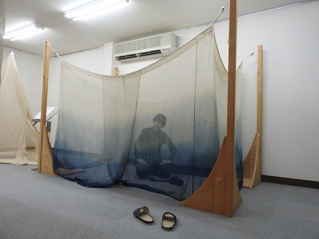 蚊帳に入ることもできる。おー、蚊帳の中