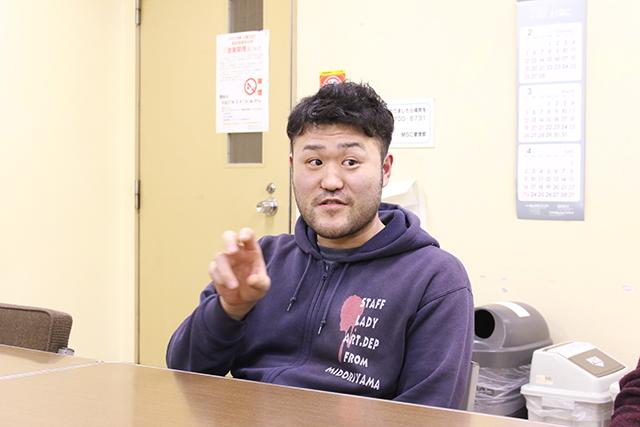 仕事以外で小物を選ぶ気になれないから、と自宅にはモノを置かない生活の石橋さん。プロの料理人が自宅でごはん作らない、みたいなものか。