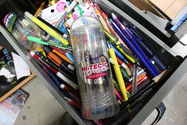 ハイテックCのコスメカラーあたり、メーカー廃盤ではあるけど未だに「普通ペン」感は強い。