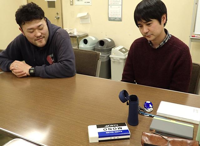 石橋さんと大木さん、あきらかに大きい消しゴムに対して「これどうするかなー」という動揺が見える。