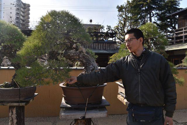 春花園にいた神 康文さんに案内してもらった。