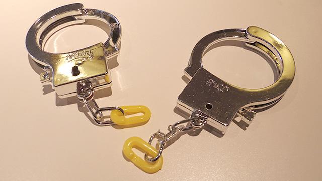 手錠の鎖を外しクイックジョイントを装着