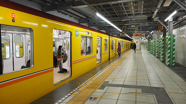 海苔以来食事にありつく事なく腹ペコでゴール。しかも渋谷駅はまたしても壁が隠されていた。ガックシ…