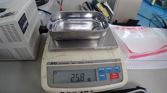 ダース8個に押しのけられた水の重さがこちらです。