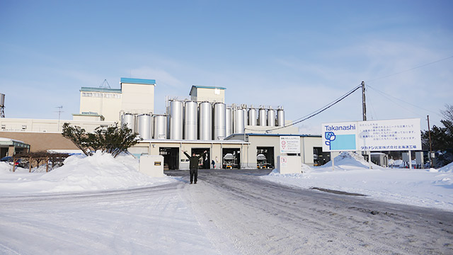 タカナシ乳業の工場で、