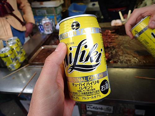 もっと安いチューハイはいくらでもあるが、あえて高級品のハイリキを出すこだわり。ビールも発泡酒ではなく本物のみ。