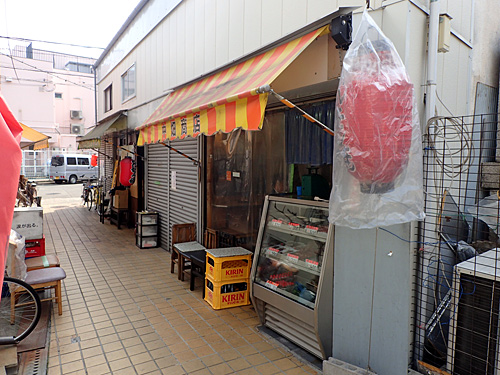 昔はこういう店がこの辺りにたくさんあったのかな。