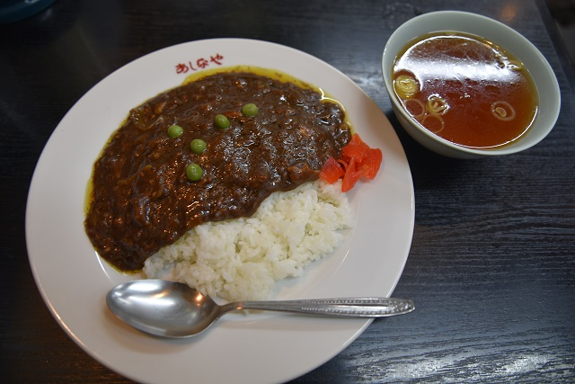 中華スープがついてくるカレーは初めてだ(ライスは半分)