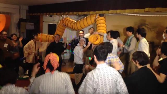 最後は全員で盆踊りをしてア~の字から紙吹雪が飛んだ。恐ろしく長いイベントだったので最後はわけがわからないほどの盛り上がりを見せた。