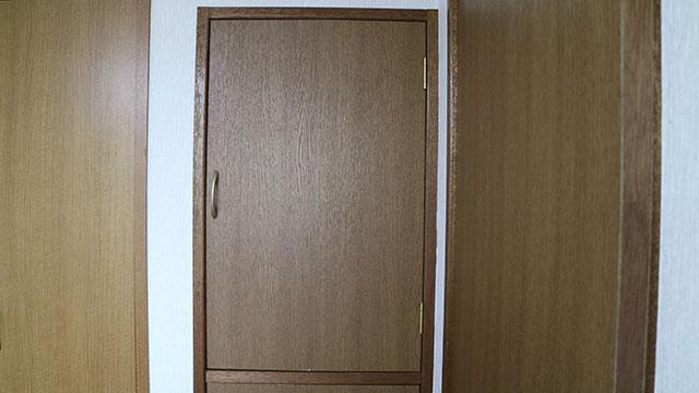 家にあるクローゼット扉です。
