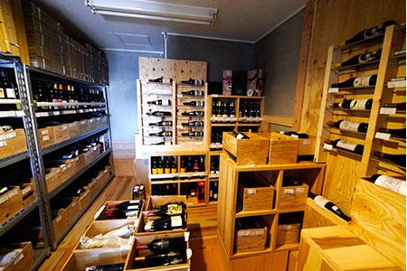 ……というわけでオープンした「アフリカー」。日本でもこんなに南アフリカワインが手に入るんですねぇ