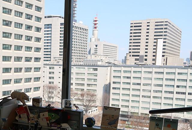 霞ヶ関のオフィス街を望む