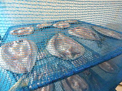 琵琶湖産の鮎をつかった製品も各種ありました。干した鮎は燻製などになります。