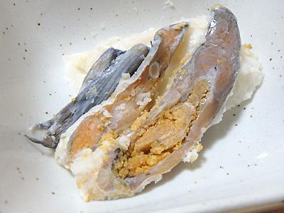 鮒寿司本体もうまいけど、後ろの飯も酒の肴としては最高なのですよ。