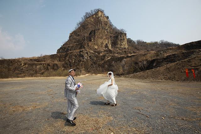 じゃあ撮影始めようか、という写真がすでにRPGのオープニングっぽい。岩船山のロケーションかっこよすぎ。