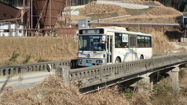 この橋を路線バスが走るのは最後だろうな