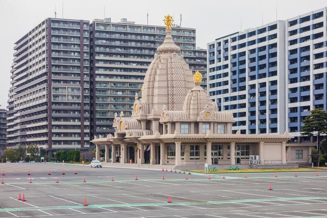 あと、川崎大師の自動車交通安全祈祷殿もそばにある。マンションの横にやおらインド風のデザイン。この風景すごく好き。やばい。
