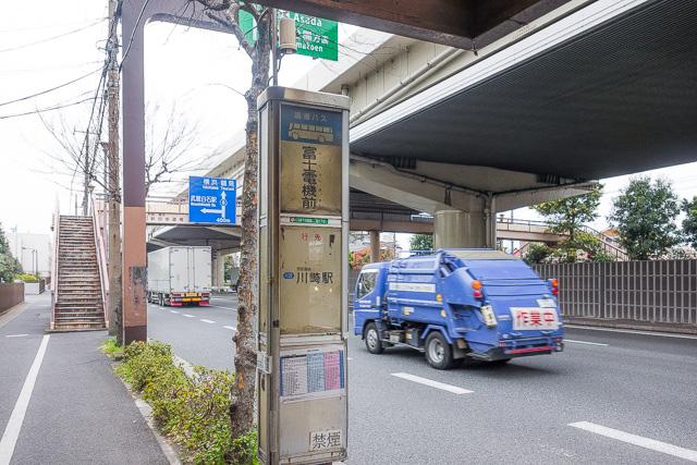 富士通の出身母体である富士電機を名に冠するバス停。