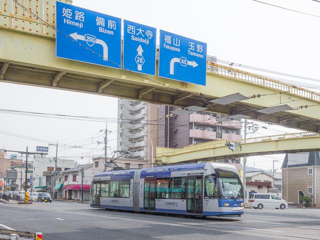 ここを右折すると岡山の「産業道路」のはじまり。県道45号がそれだ。