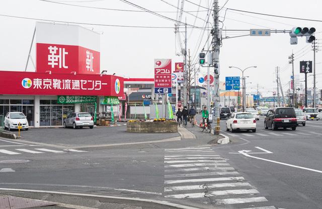 「東京靴流通センター」も、ロードサイド感を高めるアイテムだ。