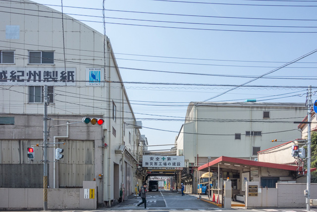 江戸川に近づいてきたあたりから、工場が増えてきた。