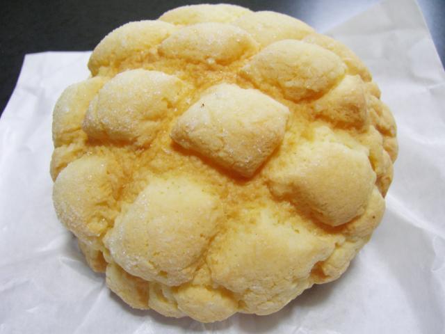 上あごを削り取る、甘やかなヤスリ。それがメロンパン。