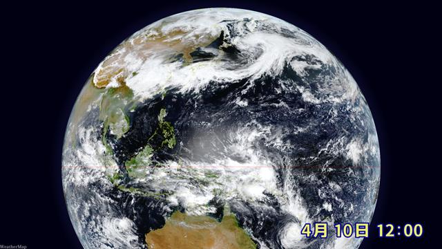 日本の近くを長々とのびる前線の雲。このせいで連日の雨に。日本のずっと南、赤道近くでは夏の雲がボコボコ発生中。渦を巻いて発達すれば台風に?
