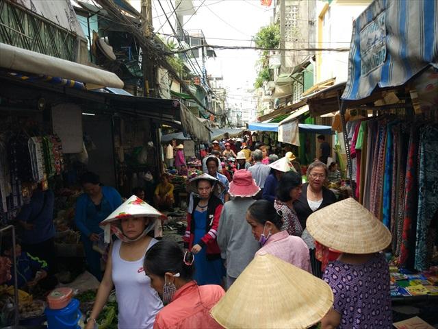 ベトナムの朝市でもかえるにくは定番。