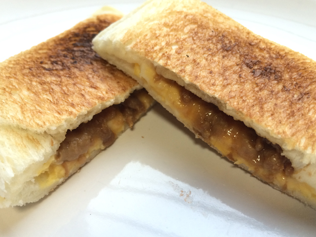 焼くとパンのさくさく感が軽く中の重さとの対比が良い