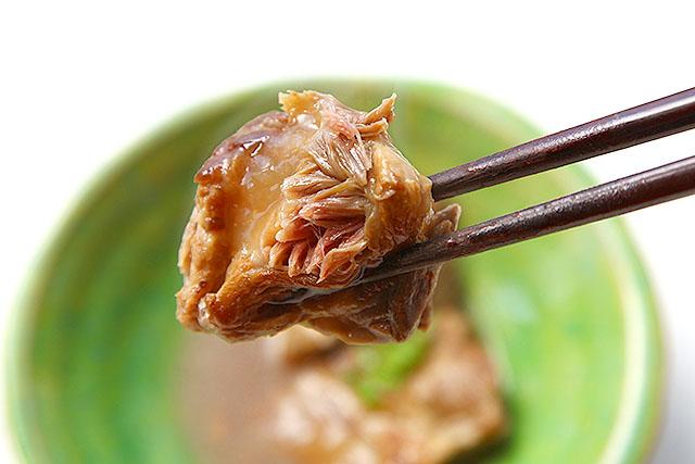 徐々に柔らかくなるので、大体翌日には食べ始め、全部食べ終わるころには肉が餅になります。