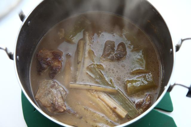 ネギとごぼうを入れた状態で加熱し、格納保温。