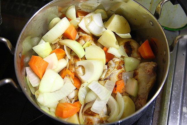 野菜を適量ぶっこむ。