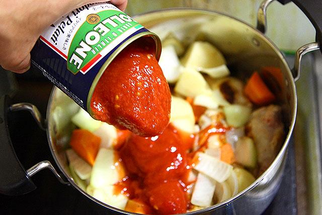 トマトは重要です。缶詰1個入れます。