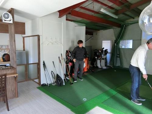 暴走したゴルフ愛が自宅に作らせたゴルフ部屋。