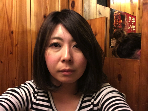 こちらはノーマル日西さん。髪の毛は落ち着いて下をむいている