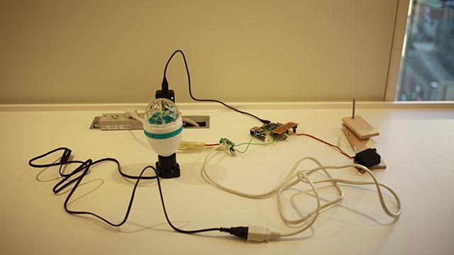 これが装置の全貌である。基盤にはラズベリーパイを使用。