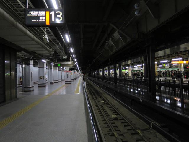 13番線からは秋田行きの急行鳥海が出発