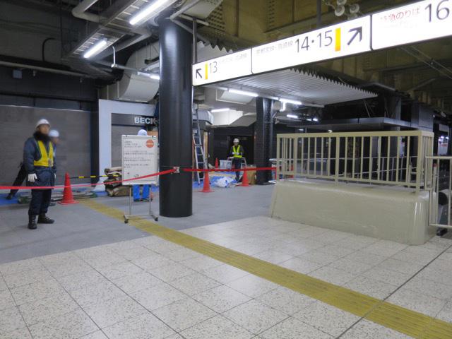 あれ、13番線に入れない…十和田に乗れない!