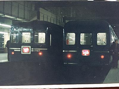 いちどだけ上野発の夜行列車に乗った記憶があって、実家を探したら写真が出てきた。並んだゆうづるのどちらかに乗ったらしい