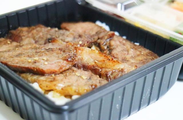 肉1枚1枚がすべて分厚いし、肉に脂がのっているのがわかる。早く食べたい。