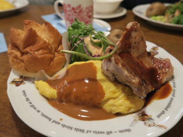 ちなみに江ノ島君が食べているのがこれ。鳥のもも肉が乗っていて、大変に頼もしい