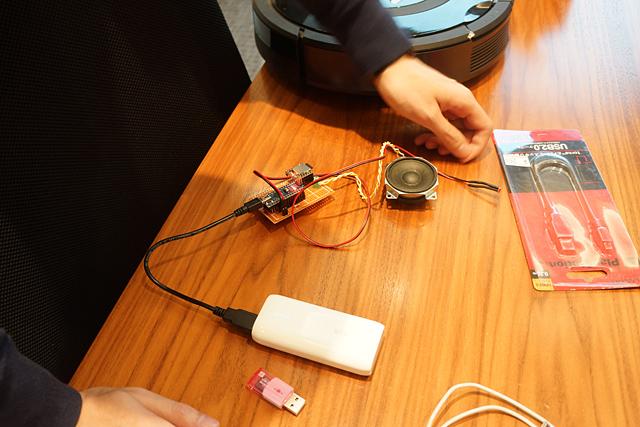 Arduinoでナニをし、マイクロSDに入れた曲をアレして、光センサーでこうこうしているようだ。