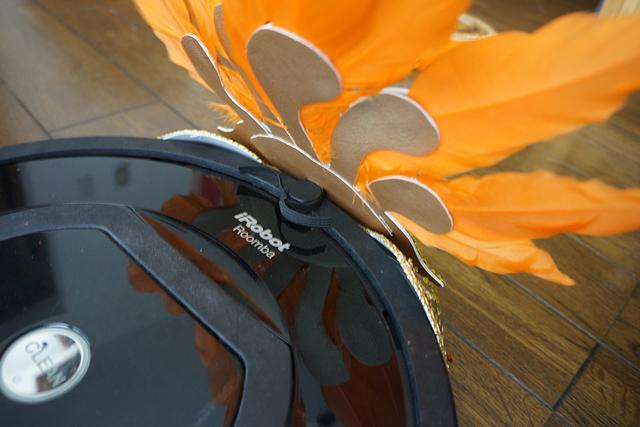 頭飾りは、前面の「移動制限センサー」に引っ掛けた。センサー作動するのかこれ。