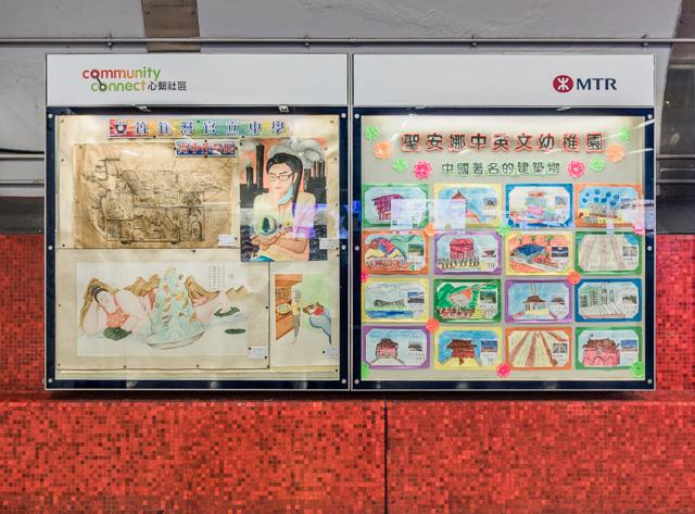 赤い中に、地元小中学生の絵の展示。こういうのって日本と同じなのね。