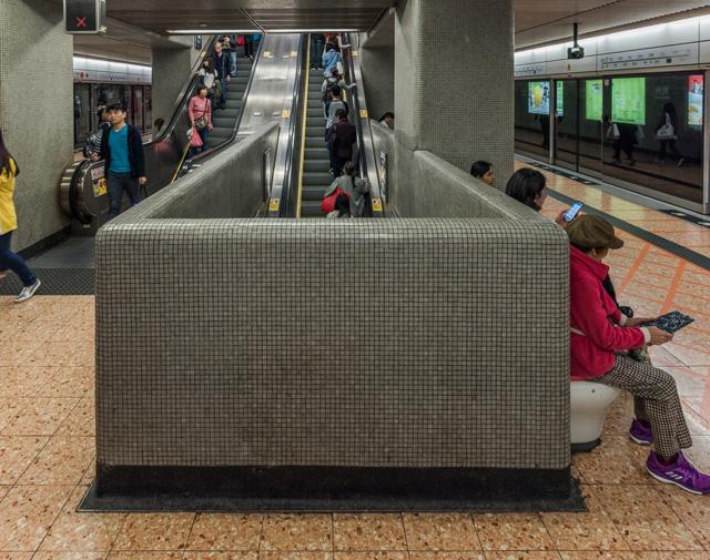 こういう、間のフロアをスキップしていくエスカレーターって、なんかいいよね。上野駅とか、京阪の京橋駅とか。