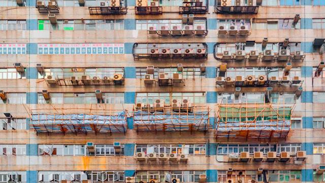 香港で地下鉄空間を愛でていたら、こういうビルを「撫でまわしたくなった」という話です。
