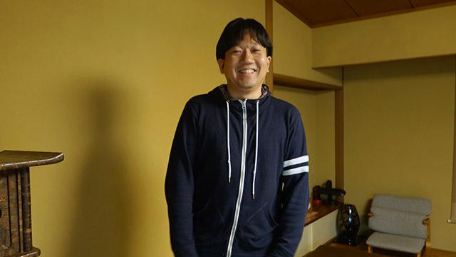 正月に会った従兄弟みたいな写真になったが写真家の青山裕企さん(売れっ子)
